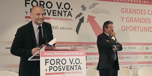 Héctor Izquierdo, CEO de GarantiPlus, recogiendo el premio a la confianza